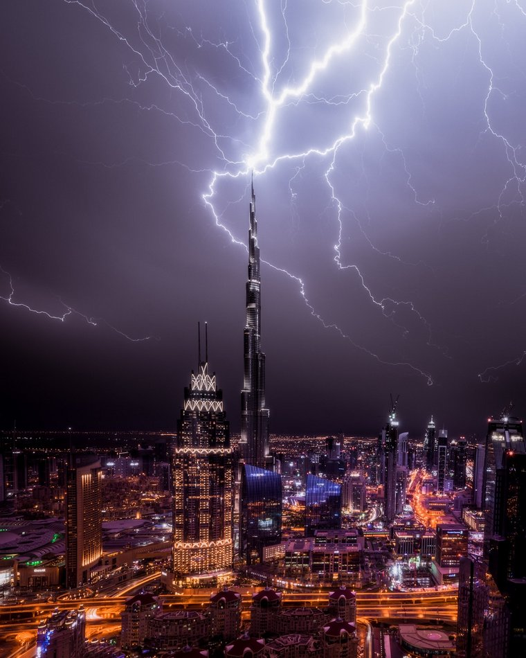 Incredible Night Cityscapes of Dubai in the Midst of Lightning Storms