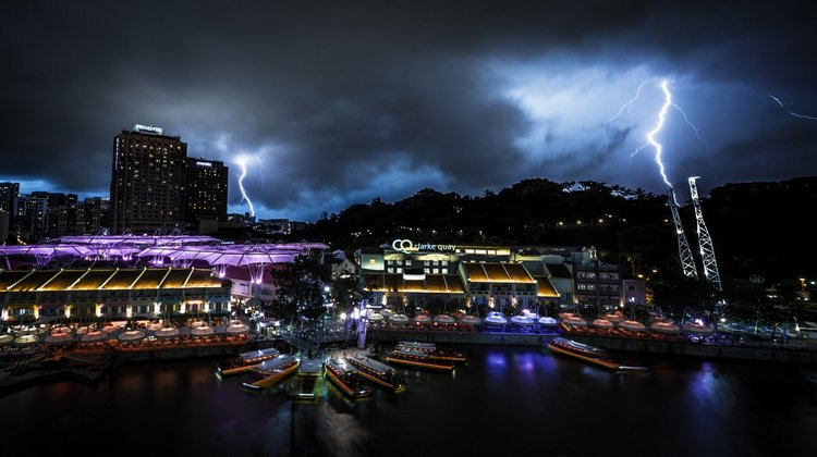 Incredible Night Cityscapes of Singapore in the Midst of Lightning Storms